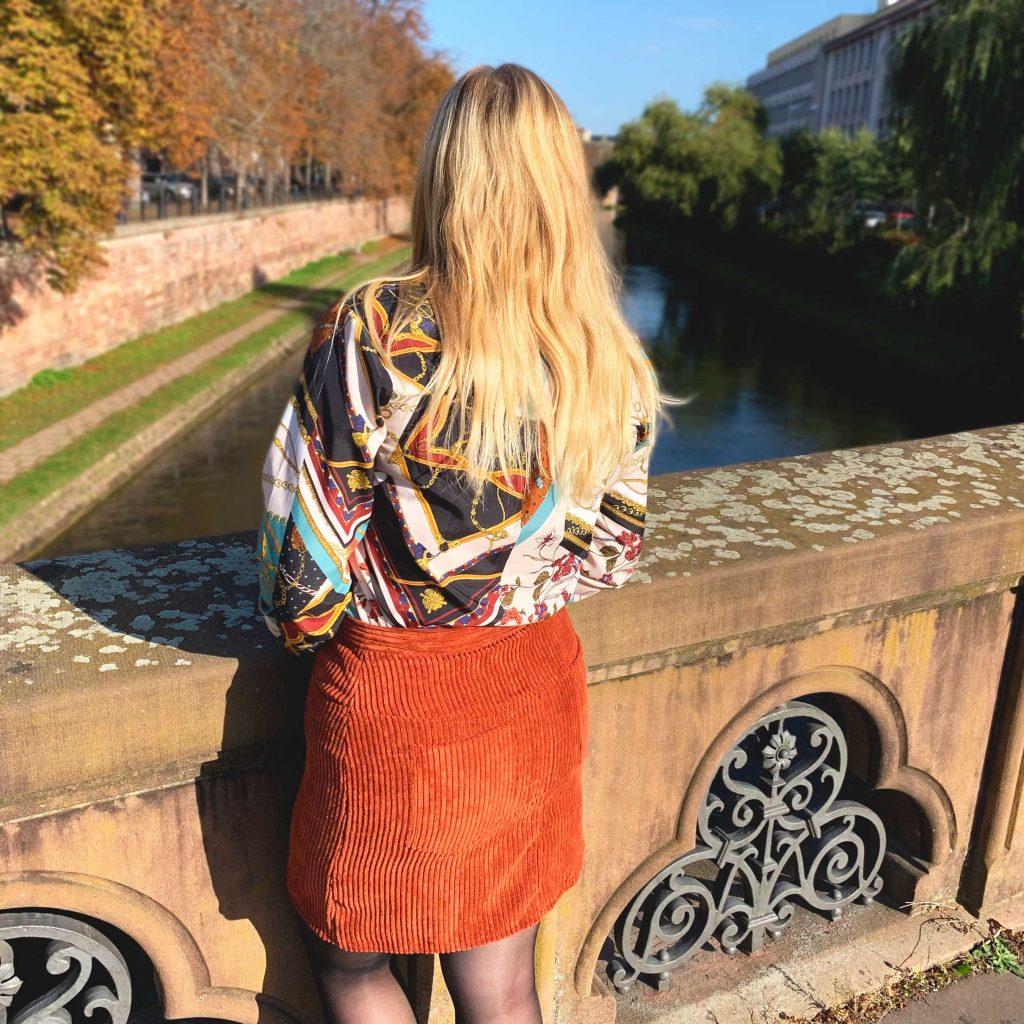 Jupe Anna de Fibremood, velours côtelé, de dos